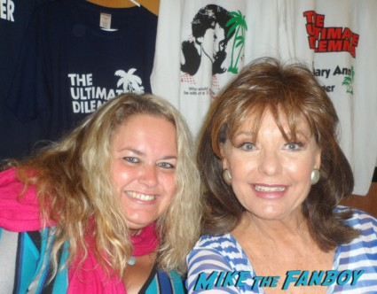 dawn wells fan photo with pinky from mike the fanboy at the hollywood collector's show gilligan's island rare hot sexy mary ann