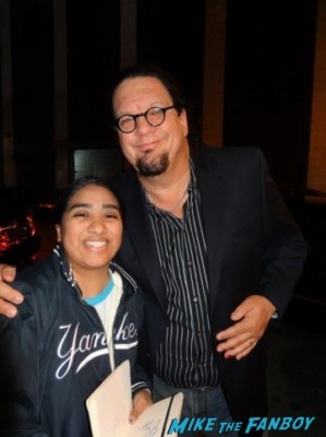Penn Jillette signing autographs and posing with elisa from mike the fanboy at the night of too many stars in new york city