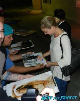 emily vancamp signing autographs for fans after a talk show taping promoting revenge hot sexy emily vancamp brothers and sisters