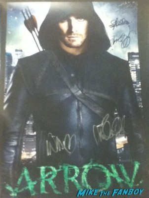 Arrow signed autograph stephen amell rare promo hot sexy rare the cw cast signing signed rare green arrow promo poster mini