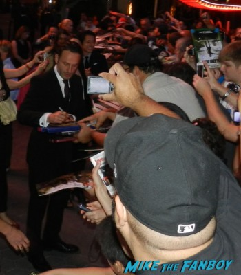 sexy andrew lincoln and norman reedus signing autographs at the  walking dead season 2 premiere red carpet hot rare promo autograph the walking dead season 2 premeire 023
