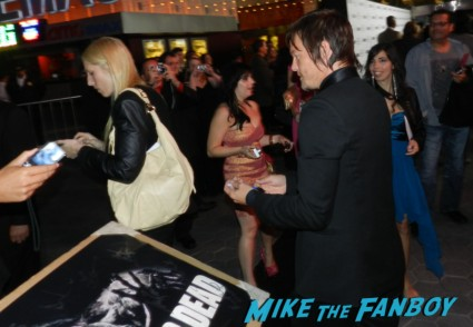sexy norman reedus signing autographs at the  walking dead season 2 premiere red carpet hot rare promo autograph the walking dead season 2 premeire 023