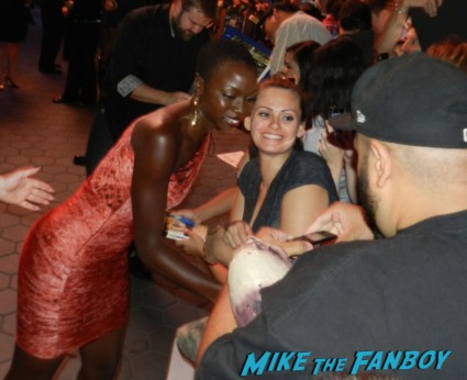 sexy  Danai Gurira signing autographs at the  walking dead season 2 premiere red carpet hot rare promo autograph the walking dead season 2 premeire 023