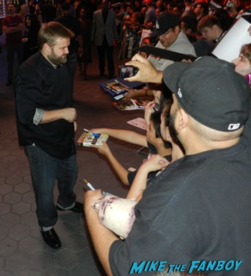 Robert Kirkman signing autographs at the  walking dead season 2 premiere red carpet hot rare promo autograph the walking dead season 2 premeire 023