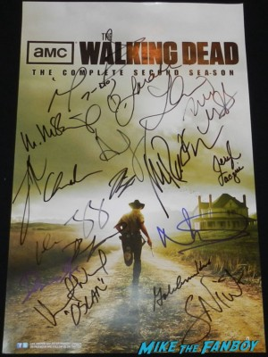 the walking dead cast signed autograph season 2 promo mini poster andrew lincoln sarah wayne callies norman reedus laurie holden Sarah Wayne Callies signing autographs at the  walking dead season 2 premiere red carpet hot rare promo autograph the walking dead season 2 premeire 023