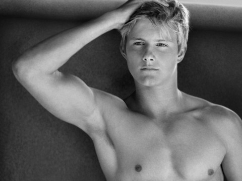 alexander ludwig hot sexy wet shirtless photo shoot naked armpit hunger games cato sexy blonde frat boy muscle pecs abs seeker dark is rising