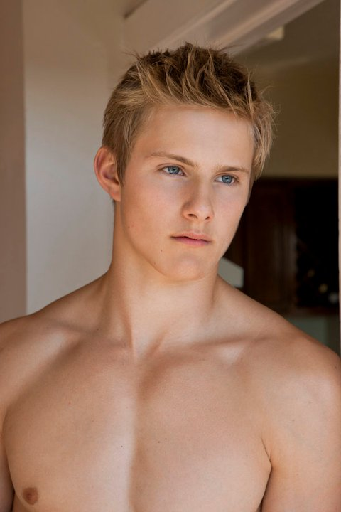 alexander ludwig hot sexy wet shirtless photo shoot hunger games cato sexy blonde frat boy muscle pecs abs seeker dark is rising
