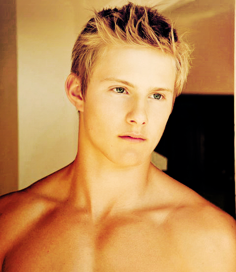 alexander ludwig hot sexy wet shirtless armpit naked photo shoot hunger games cato sexy blonde frat boy muscle pecs abs seeker dark is rising