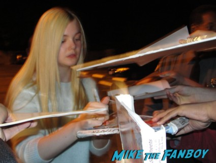 Elle Fanning signing autographs for fans we bought a zoo sexy star rare promo super 8 fanning sisters
