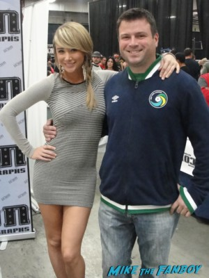 sexy sarah jean underwood posing for a fan photo with billy beer at nuke the fridge at frank and sons