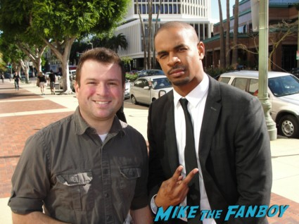 Damon Wayans Jr. signed autograph rare fan photo signing autographs for fans at a happy endings q and a in los angeles
