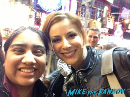Diane Neal fan photo signing autographs for fans in new york city mike the fanboy hot sexy rare promo