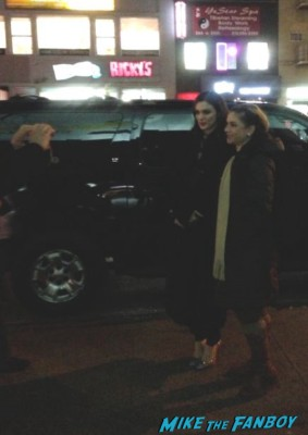 Rachel Weisz signing autographs for fans outside a screening of deep blue sea in new york hot sexy rare promo