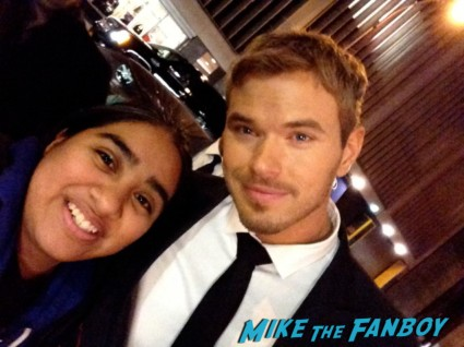 Kellan Lutz hot sexy signing autographs for fans fan photo twilight elisa in the big apple rare promo photo shoot signed