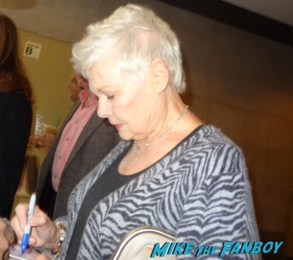 dame Judi Dench signing autographs for fans in new york city rare promo m chocolate star hot rare promo legendary