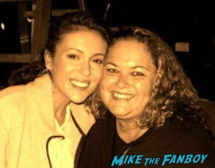 alyssa milano posing for a fan photo with pinky from mike the fanboy at a celebrity event in utah