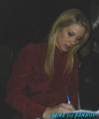 christina applegate signing autographs for fans hot sexy up all night star the sweetest thing don't tell mom the babysitter's dead married.. with children kelly bundy