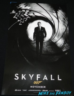 daniel craig signed autograph skyfall signature skyfall mini poster daniel craig signing autographs for fans daniel craig signing autographs for fans arriving to the jimmy kimmel live television show hot sexy james bond 007 skyfall star rare promo