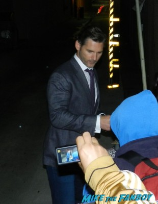 eric bana signing autographs for fans hot sexy chopper star star trek nero signed autograph rare promo meets fans