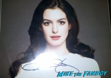 anne hathaway signed autograph photo hot sexy photo shoot promo Anne Hathaway Signing autographs at hugh jackmans walk of fame star ceremony in  hollywood rare promo