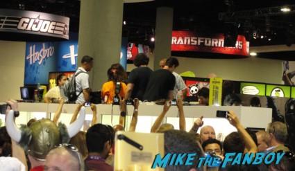 natalie portman signing autographs for fans fans lined up waiting for Natalie Portman to enter the san diego comic con floor