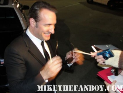 jean-dujardin signing autographs for fans at the sag awards promo hot sexy french star rare