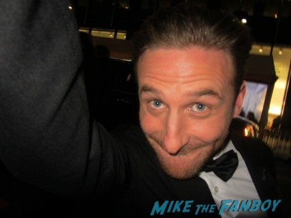 Dean O'Gorman signing autographs for fans rare promo the hobbit movie premiere signed dwarves