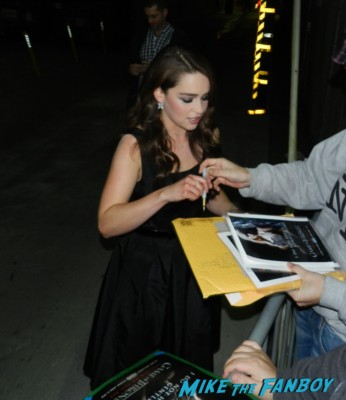 Emilia clarke signing autographs for fans game of thrones hot sexy game of thrones rare promo star rare signed photo