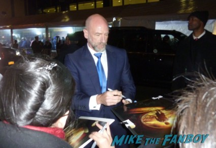 Graham McTavish signing autographs for fans at the hobbit world movie premiere in new york city rare promo signed autogaph