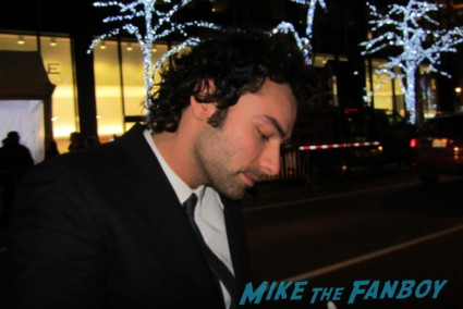 Aidan Turner and Dean O'Gorman signing autographs for fans rare promo the hobbit movie premiere signed dwarves