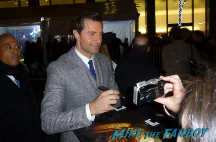 richard armitage signing autographs for fans and greeting the crowd at the hobbit world movie premiere in new york city are promo gandolf