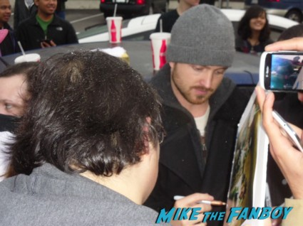 aaron paul signing autographs for fans at henry's tacos in studio city ca hot sexy breaking bad star big love rare