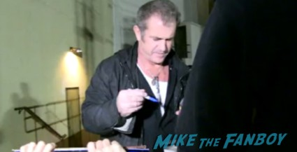 Mel Gibson signing autographs for fans after a screening of Apocalypto rare lethal weapon Maverick braveheart star rare promo