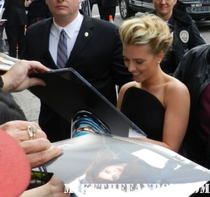 scarlett johansson signing autographs for fans rare promo hot sexy avengers black widow star