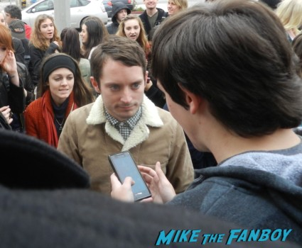 elijah wood signing autographs at hugo's tacos in studio city rare promo aaron paul save henry's tacos