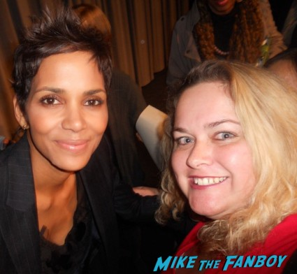 halle berry fan photo rare hot sexy star signing autographs for fans hot sexy promo photo new years eve rare photo shoot