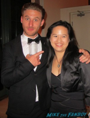 Dean O'Gorman posing with erica at the hobbit after party in new york city rare promo