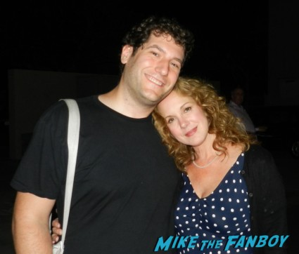 Elizabeth Perkins posing with Mike the fanboy and signing autographs for fans rare promo