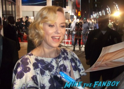 naomi watts  signing autographs for fans at the impossible movie premiere in los angeles rare hot sexy rare promo