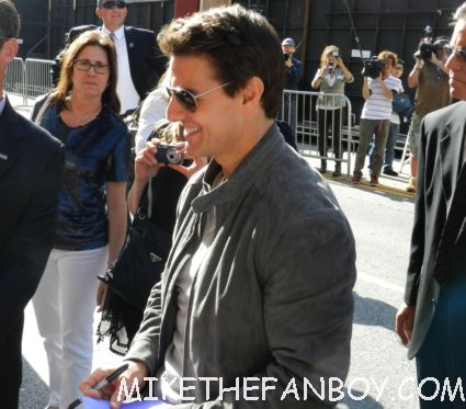 tom cruise signing autographs for ans rare promo rock of ages movie premiere hot sexy risky business star