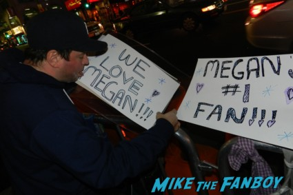 this is 40 world movie premiere fans making signs for megan fox debacle main sign rare promo leslie mann paul rudd judd apatow movie premiere red carpet