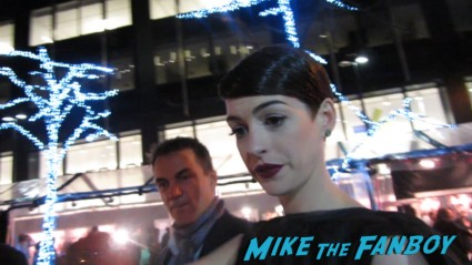 sexy anne hathaway signing autographs for fans at the les miserables movie premiere rare promo