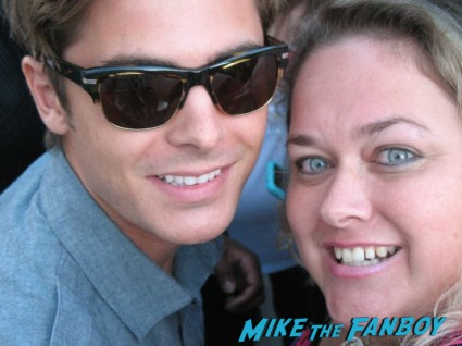 zac efron fan photo with pinky hot sexy the paperboy star rare hot sexy rare signing autographs for fans rare