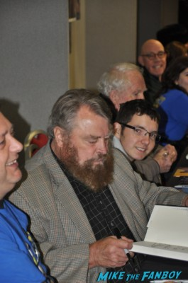 Brian Blessed signing autographs for fans at collectormania in london rare back adder star rare