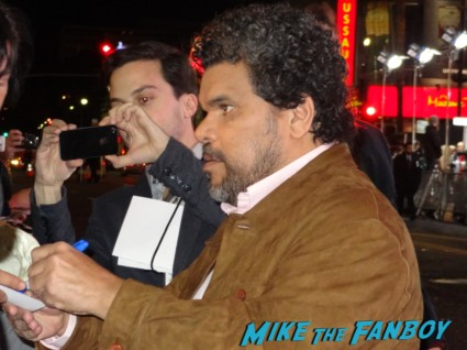 luis Guzman signing autographs for fans at the last stand movie premiere red carpet Arnold Schwarzenegger jamie alexander rare promo red carpet photo