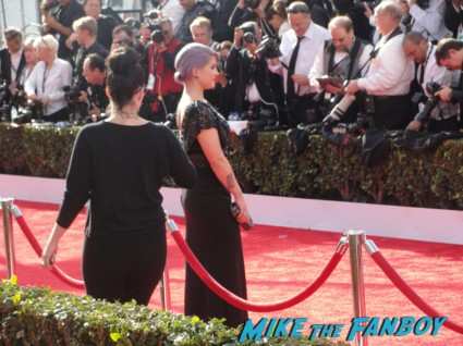 kelly osbourne on the red carpet at the 2013 sag awards rare promo extra e entertainment television
