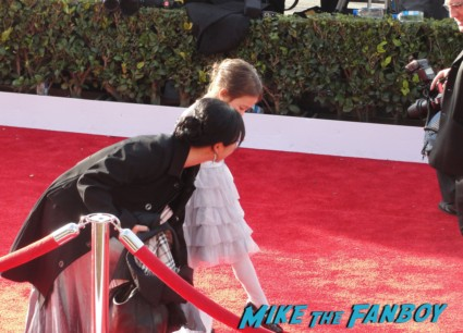 lily from modern family on the red carpet at the 2013 sag awards rare promo extra e entertainment television