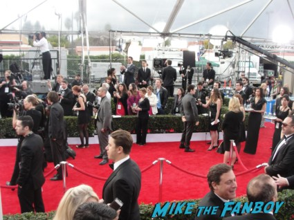 idina menzel on the red carpet of the 2013 sag awards red carpet rare promo hot sexy wicked glee star