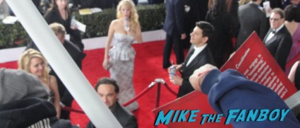 johnny galecki signing autographs for fans on the red carpet of the 2013 sag awards red carpet rare promo hot sexy wicked glee star