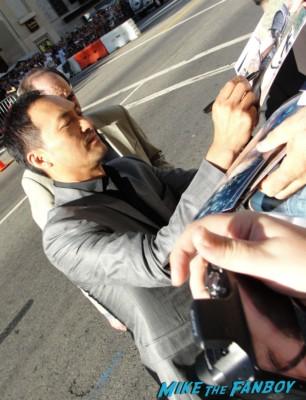 Ken Watanabe signing autographs at te  inception movie premiere with tom hardy leonardo dicaprio ellen page joseph gordon levitt rare promo red carpet promo